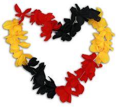 """Neue Fanartikel zur Fußball-WM 2014, wie """"Deutschland Hawaii-Kette Blumenkette große Blüten 120cm Fanartikel"""" hier kaufen: http://fussball-fanartikel.einfach-kaufen.net/schmuck-peruecken/deutschland-hawaii-kette-blumenkette-grosse-blueten-120cm-fanartikel/"""