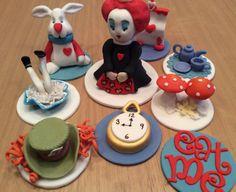 Alice im Wunderland Kuchen Spitzenwerken Puderzucker essbar