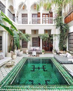 Le Riad Yasmine in Marrakech Le Riad, Riad Marrakech, Piscina Hotel, Piscina Interior, Casas The Sims 4, Interior And Exterior, Interior Design, Room Interior, Interior Modern