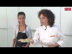 En este vídeo Eguzquiñe Peña, cocinera de la Fundación Alícia y su acompañante Freya Sentmartí, nos enseñan diferentes recetas que nos ayudarán a consumir más verduras y legumbres de una forma atractiva, divertida y fácil, facilitando así la ingesta de estos alimentos dentro de la dieta familiar.  Canal del Hospital Sant Joan de Déu Barcelona : https://www.youtube.com/channel/UCYxc02HmO_2SQgAl5EQ4HeA