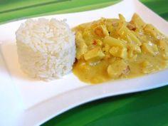 Mildes Curry mit saftigem Hähnchenbrustfilet und Früchten ...