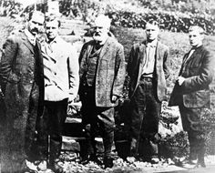 This is a 1908 photo of members of the Aerial Experiment Association. From left to right are Glenn Curtiss, Casey Baldwin, Alexander Graham Bell, Thomas Selfridge, and Douglas McCurdy. This Day in History: Mar 7, 1876: Alexander Graham Bell patents the telephone http://dingeengoete.blogspot.com/