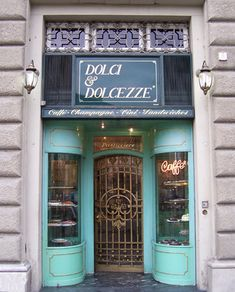 Dolci & Dolcezze -perfect for a cream-filled croissant or their flourless chocolate cake | Florenz Firenze