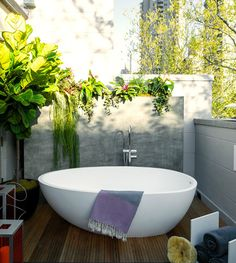 """gldnr: """"aros: """" Kips Bay Decorator Show House in Manhattan """" If you didn't recognize it yet: I'm in love with designer bathtubs """""""