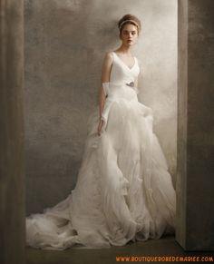 Créateur robe de mariée à froufrous en organza col V
