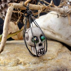 This Caged Skull Charm Tutorial is perfect for someone looking for a spooktacular DIY jewelry idea. Easy, fun, and unique, this tutorial teaches you how to make charms that are perfect for the Hallowe (Diy Jewelry Unique) Skull Jewelry, Old Jewelry, Gothic Jewelry, Simple Jewelry, Wire Jewelry, Jewelry Crafts, Jewelry Ideas, Skull Necklace, Jewelry Making