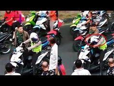 Viral ! Video Detik-detik Anggota TNI Pukul Helm Dan Tendang Motor Anggota Polantas - YouTube