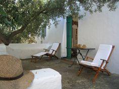 terrazza all'esterno delle due camere doppie, Panarea.