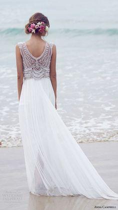 Vestido de novia de aires bohemios para una boda en la playa.