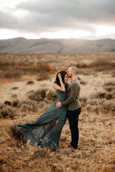 Engagement Pictures You'll Never Guess Where These Desert Engagement Photos Really Took Place - This romantic desert engagement session gives the illusion of an exotic African desert, but it actually took place in Washington state. Engagement Photo Outfits, Engagement Photo Inspiration, Engagement Couple, Engagement Session, Country Engagement, Engagements, Winter Engagement, Mountain Engagement Photos, Wedding Engagement