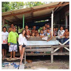 """É com o maior prazer do mundo que anuncio a criação da Central de Artesanato """" Trançados do Uatumã """" nas comunidades de Nossa Senhora do Livramento e Santa Luzia do Caranatuba em parceria com o @ecoera e o @idesam . Aguardem mais novidades . #artesanatocomdesign #chiaragadaletanoamazonas #idesam #compensacaodecarbono #moda #beleza #sustentabilidade #rainforest by chiaragadaleta http://ift.tt/20K6QHo"""