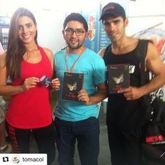#tbt con estas maravillosas personas en @expofitness hace 2 años 😉😊 ha sido genial contar con ustedes @luciaaldana @pedrojosepa #Repost @tomacol (@get_repost) ・・・ La mejor energía de esta pareja @pedrojosepa y @luciaaldana ❤️❤️ 😀. Gracias por tener sus brazos abiertos, que disfruten muchos sus #burntea by @samy_fitness y @tomacol 🔥💪💪. #tomacol #fit #fitness #expofitnesscol #exercise #salud #natural #belleza #colombia #TuMejorVersion #Masnaturalmasplacer #tisanasmariposa
