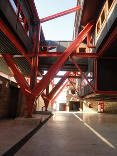 Banco 'Monte dei Paschi di Siena' em Colle Val d'Elsa, Toscana, Itália. Projeto de Giovanni Michelucci. Foto: Andréia Belusso I 2011.