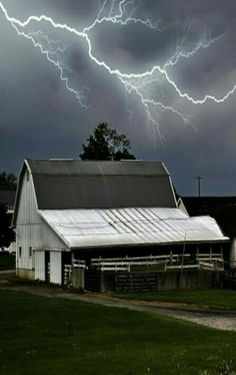 Lighting Storm Over Old Barn Country Barns, Country Life, Country Living, Country Roads, Country Houses, Farm Barn, Old Farm, Lighting Storm, Barn Lighting