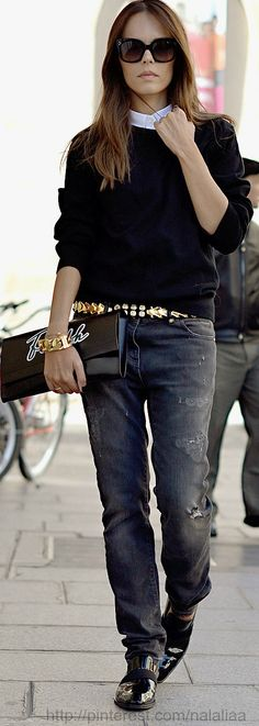 Street style ♥ Casual dangerously sexy. White shirt and black pullover, boyfriend pants and super attitude