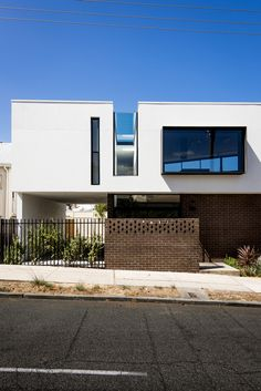 Triangle-Shaped Residence Creatively Built on Small Lot in Australia: Mount Lawley House. The triangle house by Robeson Architects.  #perth #architecture