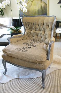 Worn out burlap chair Shabby Chic Furniture, Painted Furniture, Furniture Design, Diy Furniture, Burlap Chair, Burlap Curtains, Burlap Bedroom, Rustic Chair, Burlap Fabric