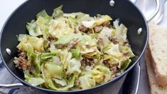 Weißkohl-Hackfleisch-Topf - Rezept | Frag Mutti Food, Peeling Potatoes, Browning, Meal, Cooking Recipes, Food And Drinks, Cooking, Eten, Meals
