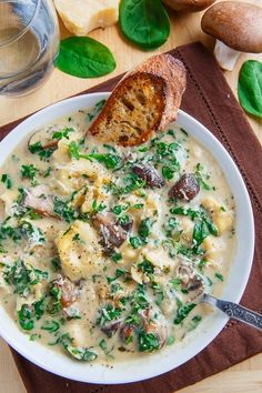 Creamy Parmesan Mushroom and Spinach Tortellini Soup A hearty and tasty bowl of creamy mushroom and spinach soup with tortellini that is pure comfort food; perfect for cold winter days! - Creamy Parmesan Mushroom and Spinach Tortellini Soup Spinach Tortellini Soup, Spinach Soup, Veggie Soup, Cooking Recipes, Healthy Recipes, Apple Recipes, Pasta Recipes, Beef Recipes, Creamy Soup Recipes