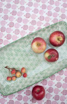 äpfel auf bloomingville platte: http://www.wunderschoen-gemacht.de/shop/becher-schalen-co/361-platte-isabella-grun.html wunderschön-gemacht