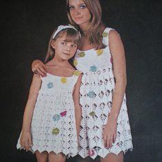 655fb0473685 crochelinhasagulhas: Crochê vintage para mãe e filha Vestido Mãe E Filha,  Vestido De Criança