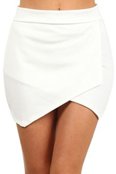 Off white asymmetrical mini skirt. Estilo Hipster, Diy Clothes, Clothes For Women, Summer Outfits, Cute Outfits, Tulip Skirt, Fashion Outfits, Womens Fashion, Fashion Trends