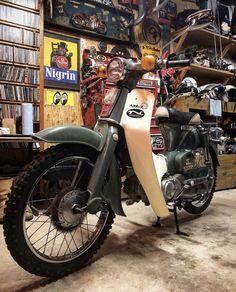 Vintage Honda Motorcycles, Cars And Motorcycles, Honda Cub, Custom Bobber, Classic Bikes, Cool Bikes, Motor Car, Motorbikes, Cubs