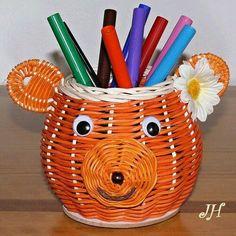 Плетение из газет. Екатеринбург Ve-Руся подарки Straw Weaving, Paper Weaving, Crafts To Do, Arts And Crafts, Basket Weaving Patterns, Willow Weaving, Newspaper Crafts, Paper Straws, Recycled Art