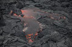 Lava from Kilauea Volcano runs on the island of Hawaii, threatening the town of Pahoa. Hawaii Volcano, Lava Flow, Big Island Hawaii, Pictures Of The Week, Planet Earth, Iceland, Pop Up, Hawaiian, Around The Worlds