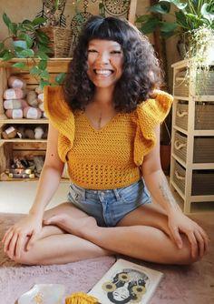 Diy Crochet Crop Top, Crochet Ruffle, Crochet Summer Tops, Crochet Fall, Cute Crochet, Easy Crochet, Crochet Ideas, Crochet Blouse, Crochet Tops