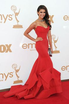 "Nina Dobrev  Grade: A    ""Vampire Diaries"" beauty Nina Dobrev was right-on in red as she hit the carpet in a form-fitting strapless Donna Karan gown with an eye-catching train. The 22-year-old added some Neil Lane jewelry and a glitzy Judith Leiber clutch to the ensemble to make it really wow."