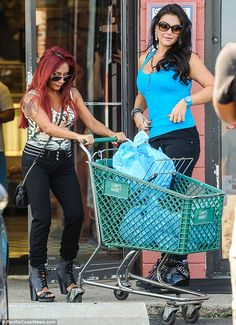 Nicole Snooki Polizzi and Jenni JWoww Farley were spotted shopping together at Lenny's Market in Silverton, New Jersey Snooki And Jwoww, Nicole Snooki, Jwoww Jersey Shore, Woman Drawing, Drawing Women, Nicole Polizzi, Tiger Print, Celebs, Celebrities