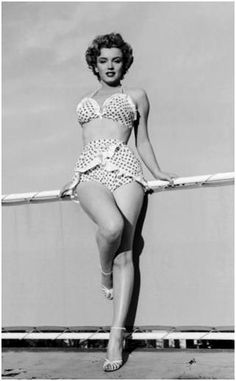 From the days of vivacious pinup girls to Old Hollywood icons à la Marilyn Monroe and Elizabeth Taylor, an hourglass physique has always made for stars. We look back at all the celebrity women over the years best known for their incredible curves: Marilyn Marylin Monroe, Fotos Marilyn Monroe, Marilyn Monroe Swimsuit, Rockabilly, Polka Dot Bikini, Polka Dots, Pin Up, Norma Jeane, The Bikini