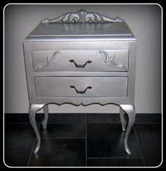 La pintura metalizada otorga a los muebles un toque de modernidad,