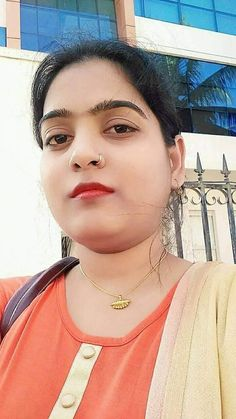 Beautiful Girl Indian, Beautiful Indian Actress, Western Girl Outfits, Small Nose, Cute Faces, India Beauty, Indian Girls, Indian Actresses, Beauty Women