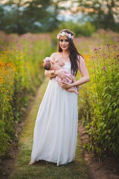 This past Saturday Hayley Stell of Hayley Stell Photography hosted a beautiful breastfeeding shoot in honor of breastfeeding mama's. The annual World Breastfeeding Week Event featured ven… Breastfeeding Pictures, World Breastfeeding Week, Pregnancy Photos, Breastfeeding Snacks, Maternity Photos, Nursing Photography, Breastfeeding Photography, Family Photography, Baby Milk Bath