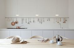 Kitchen rails are universal and can be used in any kitchen. For every housewife, the design of the kitchen is especially important. Kitchen Interior, Kitchen Design, Kitchen Rails, Kitchen Storage, Interior Architecture, Interior Design, Minimal Kitchen, Zen Kitchen, Log Homes