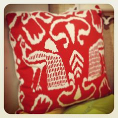 Graphic red cushion, Oomph #HPMKT
