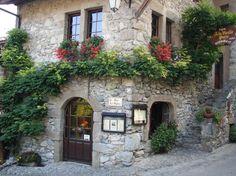 Yvoire, France | Village médiéval par Eugène SEGUIN sur L'Internaute
