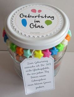 Geburtstag im Glas Inhalt: Luftschlangen, Luftballon, Muffin, Geburtstagskerze, Pralinen, Tröte Idee von Pinterest