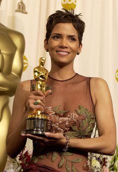 Los Premios de la Academia, ¿triunfo o maldición?    http://www.glamour.mx/articulos/la-maldicion-del-oscar-los-ganadores-que-no-pasaron-de-ahi/1189
