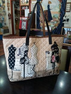 Applique quilt bag - by quiltmari. This would be perfect for carry your supplies to and from sewing classes.