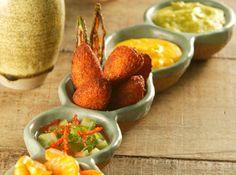 Receita de acareaje com vatapa e caruru Receita indicada pela chef Ana Trajano inspirada nos ingredientes da Feira de São Joaquim.