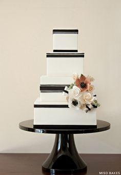 Black White Wedding Cake design is so sophisticated. Black White Cakes, Black And White Wedding Cake, White Wedding Cakes, Beautiful Wedding Cakes, Gorgeous Cakes, Yellow Black, Striped Wedding, Cake Original, Bolo Cake