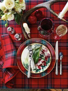Entertaining is never more special than during the holidays, when we pull out all the stops to make every feast and fete feel warm and inviting. The colors are vibrant and cheery; the food is impre...