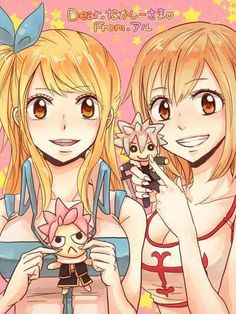 Lucy avec une mini peluche de Natsu.