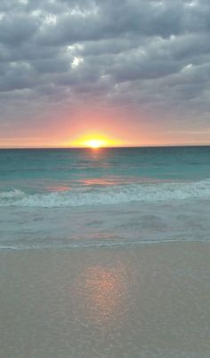 Good morning Sun! Another great day in Harbour Island, Bahamas heading your way!