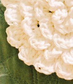Free Crochet Pattern Flower Rug - by Karla's Making It - #crochet #crochetpattern #crochetaddict #crochetlove #crocheting #freecrochet #freepattern #freecrochetpattern #yarn #yarnporn #karlasmakingit #crochetrug #crochetflower #flowerrug