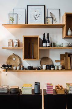 Boutique Interior, Showroom Interior Design, Retail Interior, Home Design, Bar Design, Cafe Concept, Concept Stores, Retail Shelving, Kitchens