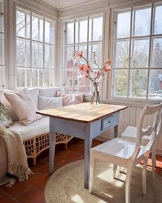 Photo shared by CountryHomeMagazine on May 2020 tagging Image may contain: people sitting, table and indoor Sunrooms And Decks, Dining Bench, Dining Chairs, Dining Room, Sunroom Addition, Sunroom Decorating, Breakfast Nook, Home Staging, Farmhouse Decor